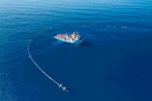 The Ocean Cleanup: Eine Art riesiger Müllstaubsauger, der das Plastik aus dem größten der fünf Müllstrudel fischen soll