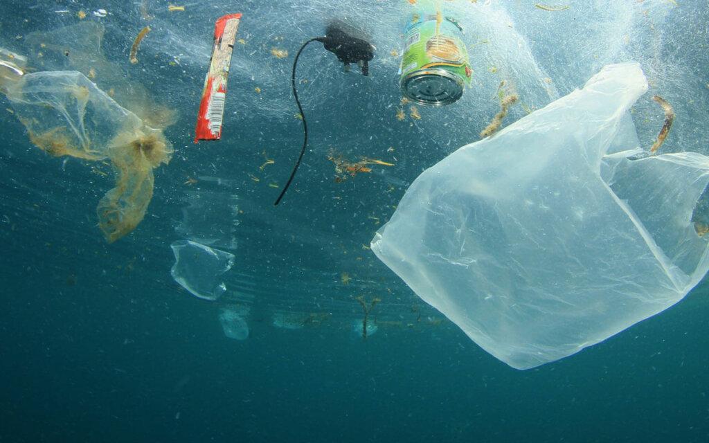Müllstrudel in den Ozeanen voller Plastikmüll
