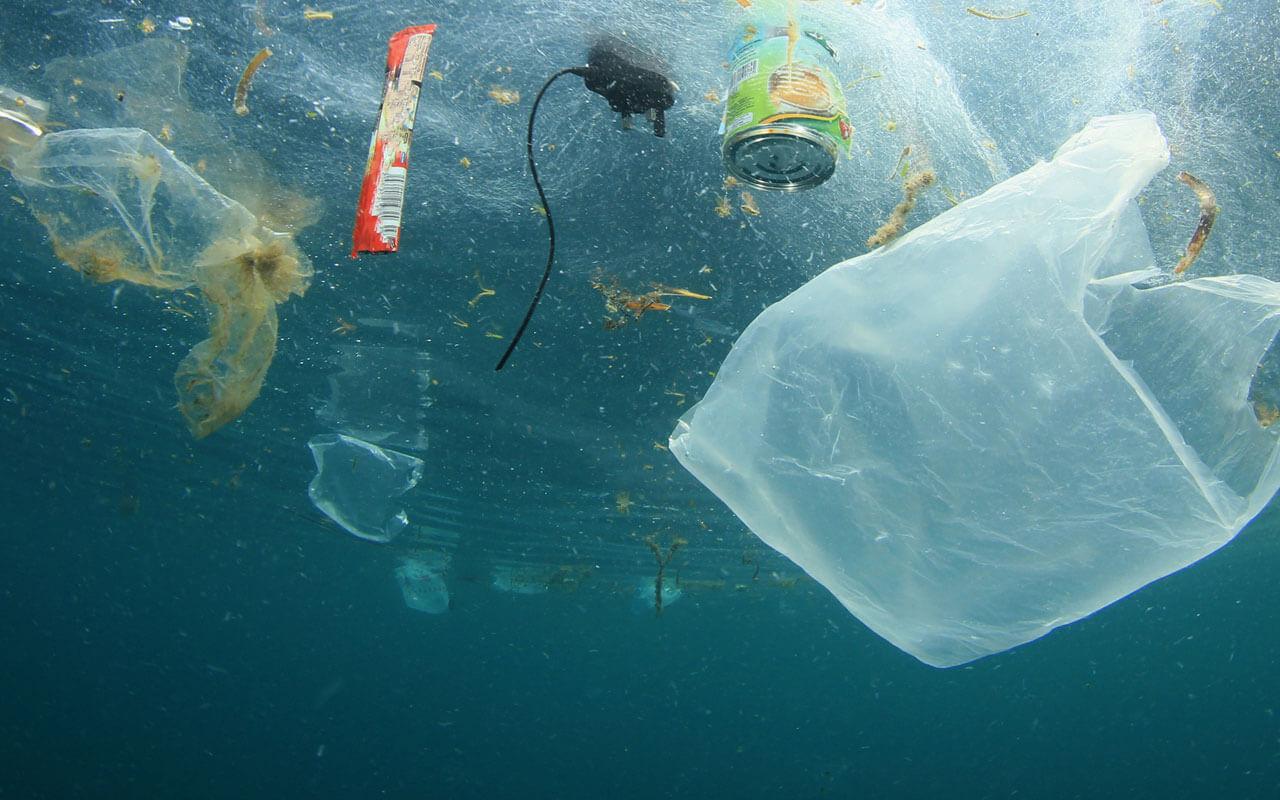 Plastikmüll-im-Wasser