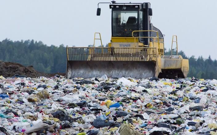 Plastikmüll auf Mülldeponie - nur selten wird Plastik wirklich recycelt