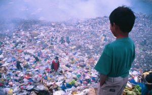 Große Teile von unserem Plastikmüll landen in Südostasien und belasten dort die Gesundheit der lokalen Bevölkerung.