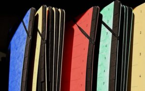 Schnellhefter in bunten Farben aus Pappe
