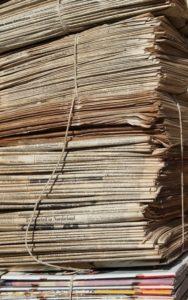 Bündel Zeitungen fürs Altpapier