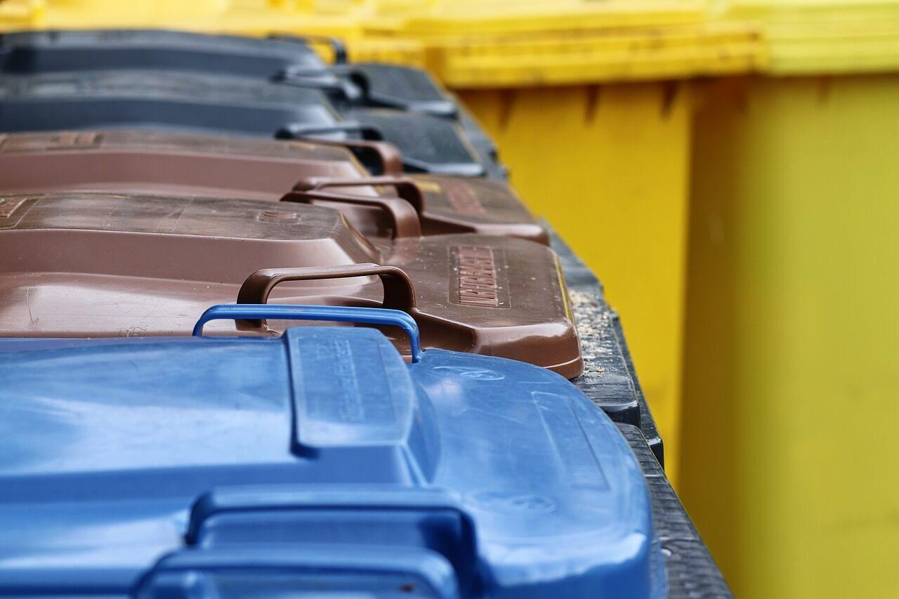 Mülltrennung nach Tonnen: Blaue Tonne, braune Tonne, schwarze Tonne, gelbe Tonne