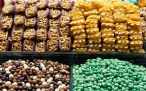 Auswahl türkische Süßigkeiten auf Markt